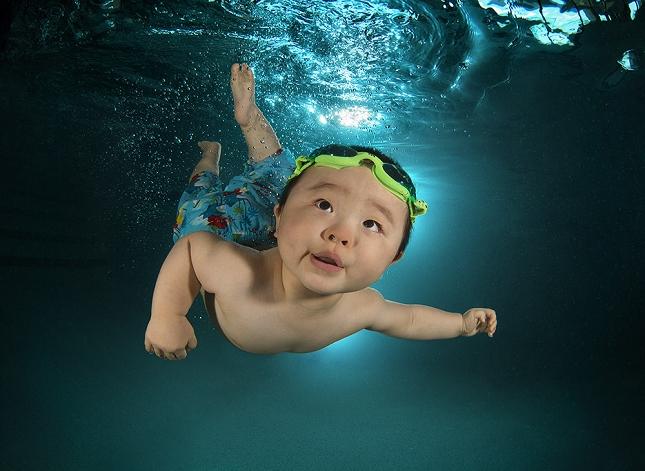 cours-natation-BEBE-piscine-enfant-danger-8