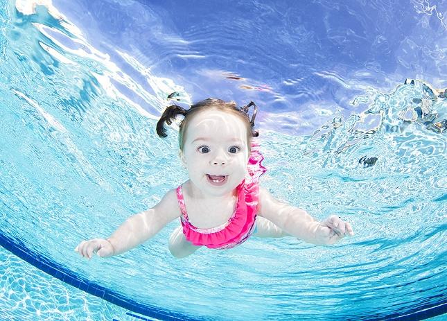 cours-natation-BEBE-piscine-enfant-danger-9