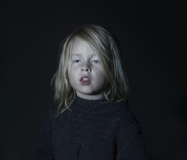 enfant-ecran-de-television-1
