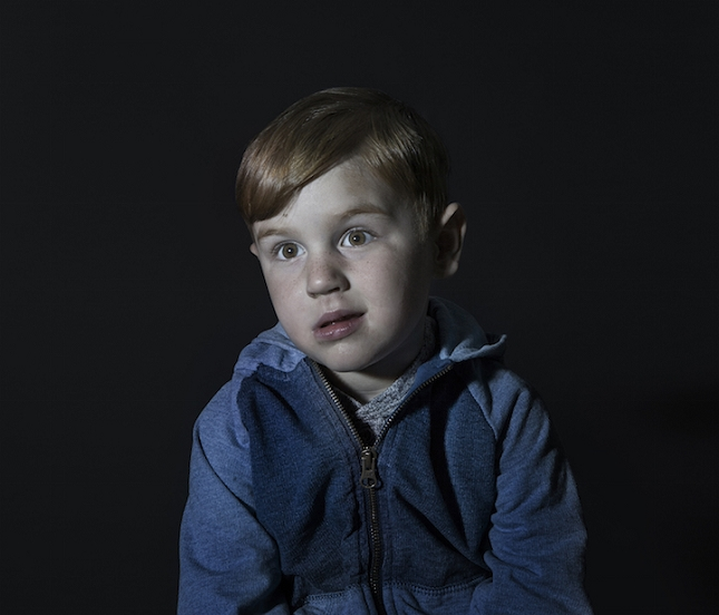 enfant-ecran-de-television-3