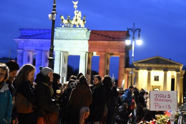Brandenburg gate berlin - Hommage attentat 13 novembre 2015 Paris