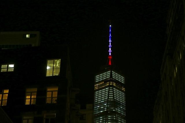 One World Trade Center - Hommage attentat 13 novembre 2015 Paris 2