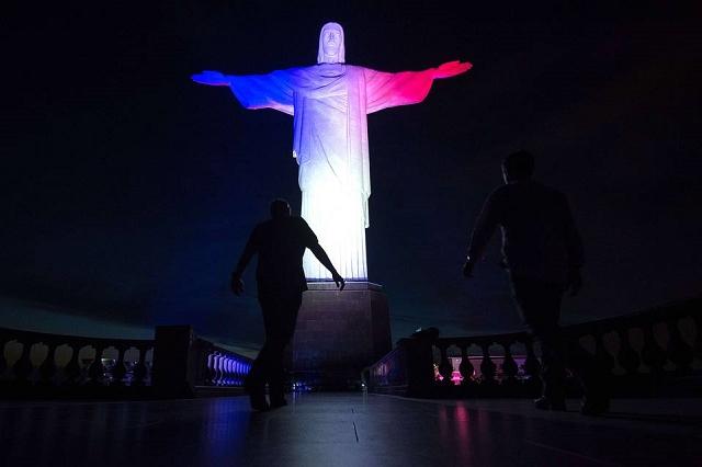 Statue du Christ à Rio de Janeiro - Hommage attentat 13 novembre 2015 Paris 3