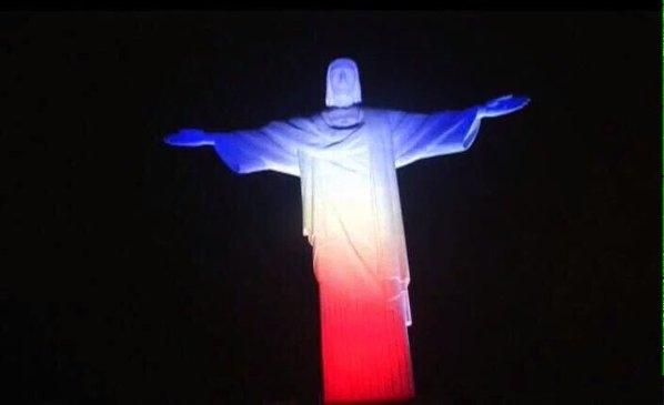 Statue du Christ à Rio de Janeiro - Hommage attentat 13 novembre 2015 Paris