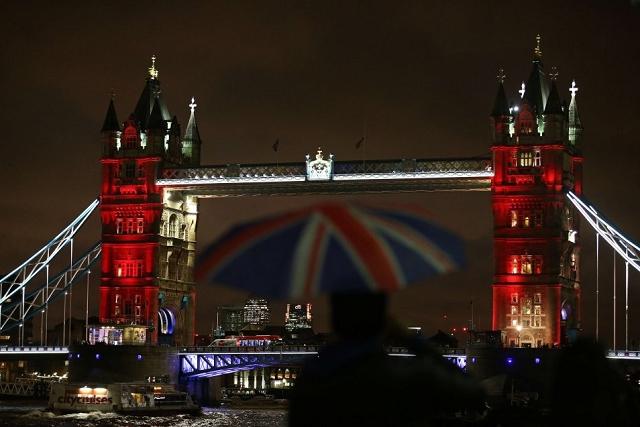 Tower Bridge Londres - Hommage attentat 13 novembre 2015 Paris