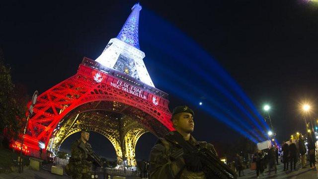attentat-Tour Eiffel-bleu blanc rougr- hommage