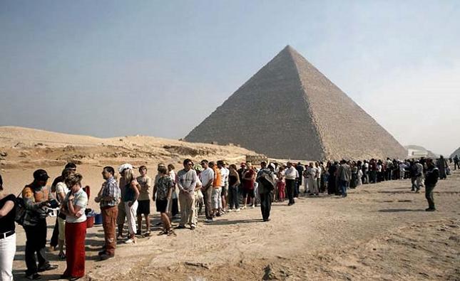 Exploration de la beauté des pyramides de Gizeh, au Caire, en Egypte-Realité