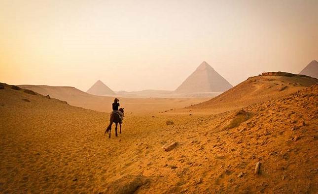 Exploration de la beauté des pyramides de Gizeh, au Caire, en Egypte