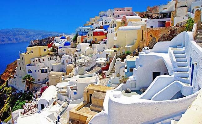 Explorer la belle et pittoresque île de Santorin en Grèce