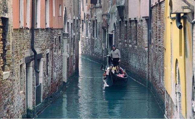 Les paisibles balades en gondole à Venise, Italie