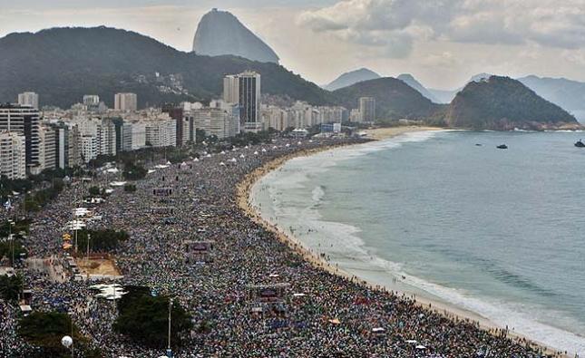 Passer du bon temps sur la célèbre plage de Rio De Janeiro au Brésil - realite