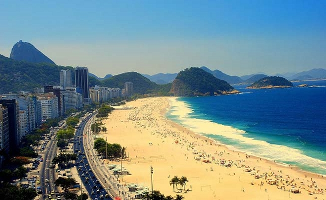 Passer du bon temps sur la célèbre plage de Rio De Janeiro au Brésil