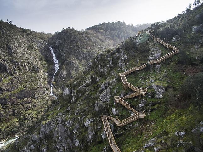 excurtion -Portugal-passerelle en bois2